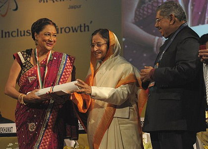 Prime Minister Kamla Persad-Bissessar receives the Pravasi Samaan Award in Jaipur