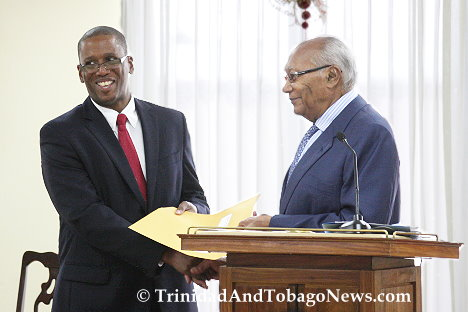 CJ Ivor Archie receives his Senior Counsel appointment from President George Maxwell Richards